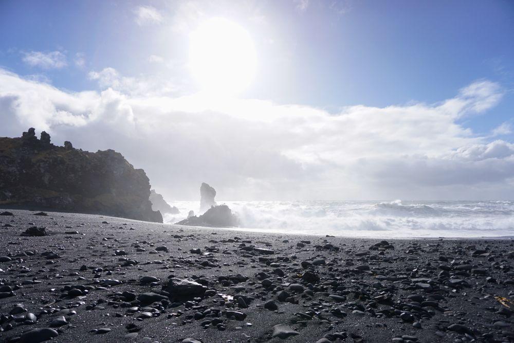 Les lumières irrélles de la plage de Djúpalónssandur.