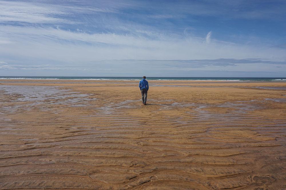 La plage de sable rouge de Raudasandur