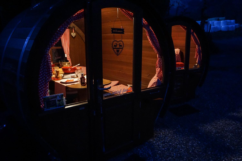 Dormir dans un tonneau aux Grisons - Prenez Place