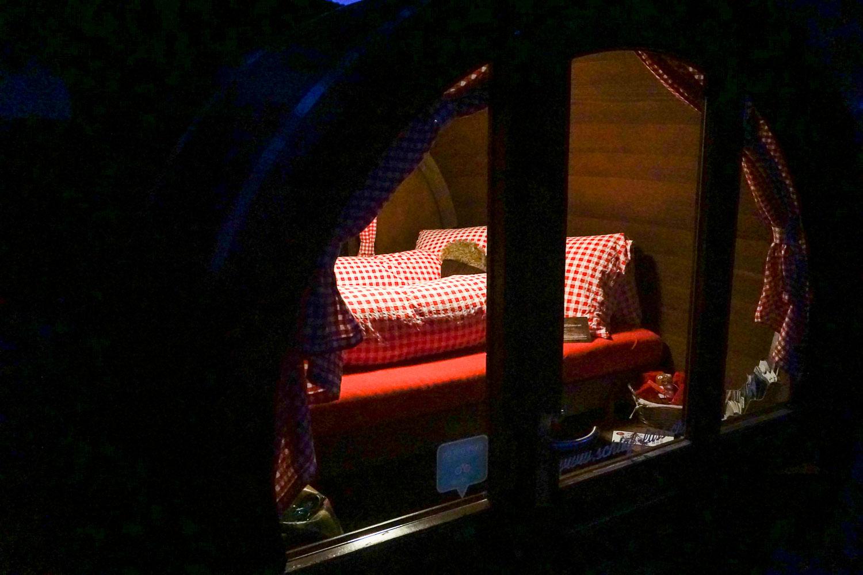 Dormir dans un tonneau - Prenez Place